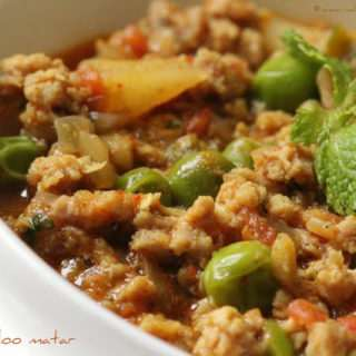 Kheema Aloo Matar (Mince with Potatoes & Peas)