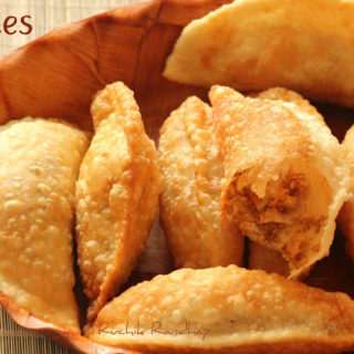 Neurio/Nevries (Crescent Shaped Sweet Puffs) ~ Traditional Mangalorean Kuswar
