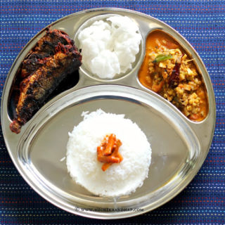 Mangalorean Plated Meal Series – Boshi# 33 – Sardine Fry, Rice Papads, Sprouted Moong Curry, Tendli Carrot Pickle & Rice